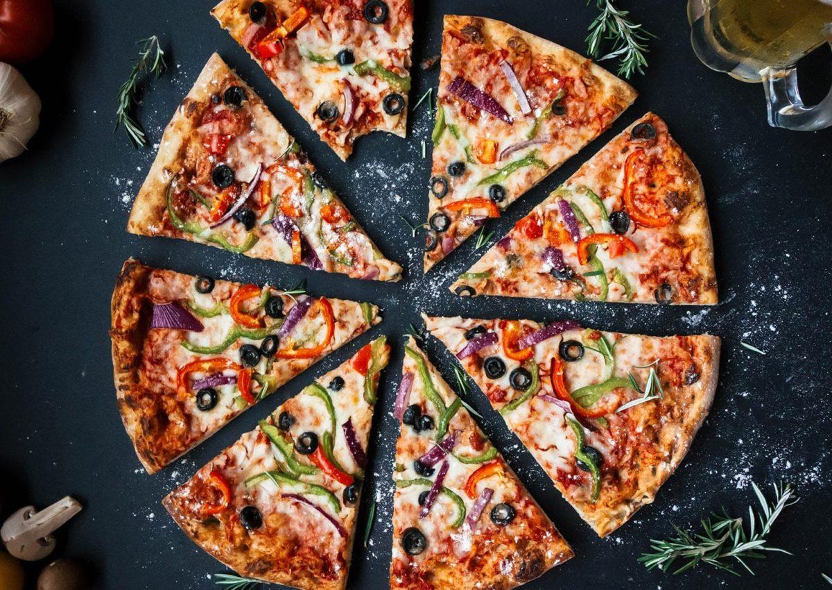 Χειροποίητη Pizza σε διάφορες γεύσεις